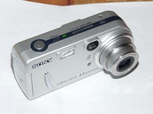 Fotoaparat Sony Cyber-shot DSC-P72-rabljen