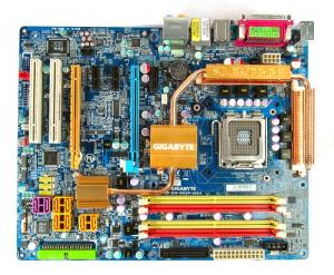 Gigabyte Ga-965p-ds4(QUAD S775,)+CPU C2D E8400+cooler+io shi