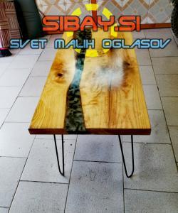 Klubska miza z epoksidno smolo