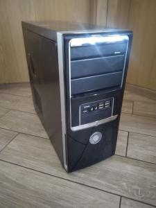 4,AMD Athlon64 X2 4400+,4GB DDR2,200GB hdd,dvd-rw,